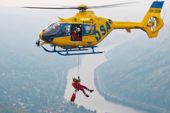 Velkoobchod navazuje vztahy zejména se specializovanými obchody, lezeckými stěnami a rescue složkami.
