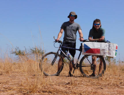 Na kole a stopem západní Afrikou