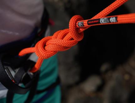 Víte, jak uvázat správný horolezecký uzel?