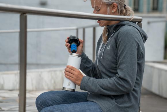 BPA free víčko s brčkem a filtrem vody every day