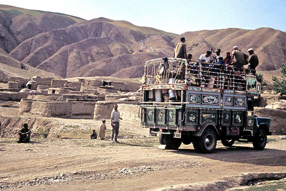 15 - Hindúkuš, Přeprava expedice autem y Kábulu do hor (35x45) - Copy (2)
