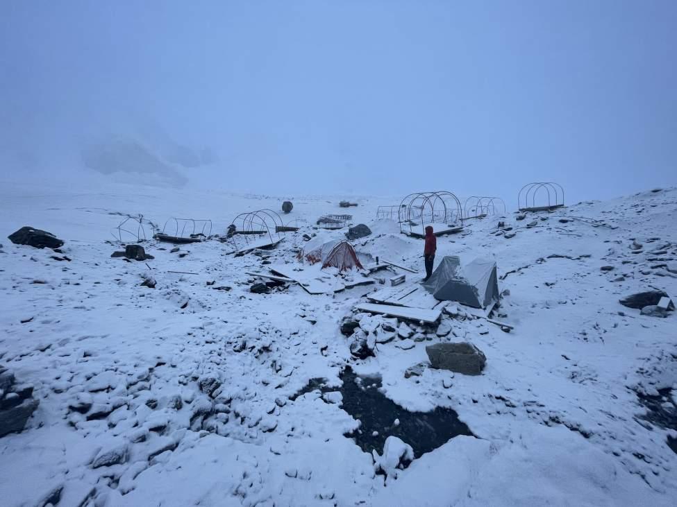 IMG_2755_ONaše stany v opuštěném BC po návratu z kopce