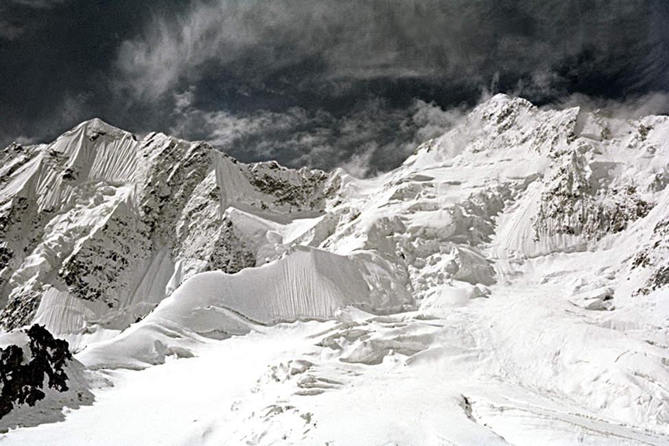 18 - Hindúkuš, Pohled na vrchol Ariany a Kúhi Hevad (60x90)
