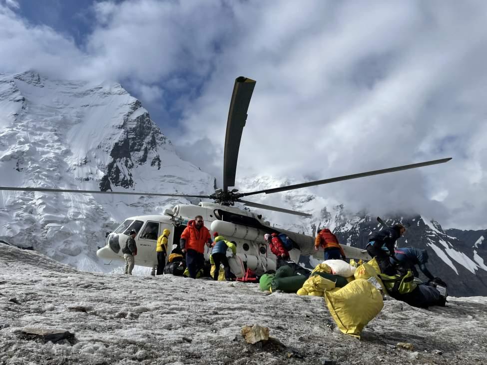IMG_2417_Vrtulník MI8 na ledovci v BC