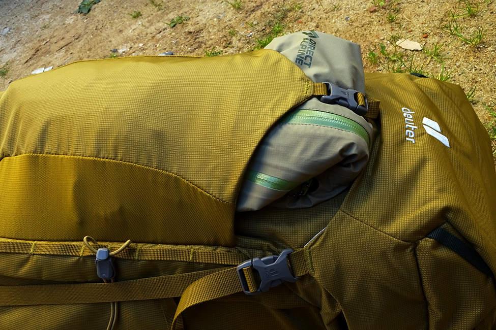 přední kapsa batohu